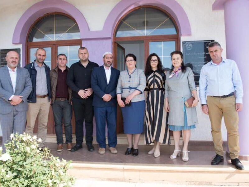 Përfaqësuesit e Këshillit të Qarkut ndanë urimet midis tyre per Fitër Bajram me përfaqësuesit e Myftinisë Dibër.